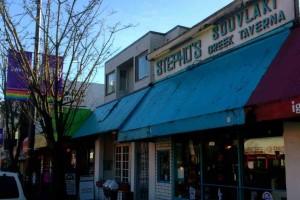 バンクーバー・ダウンタウンでいつも行列のできるギリシャ料理店「Stepho's」