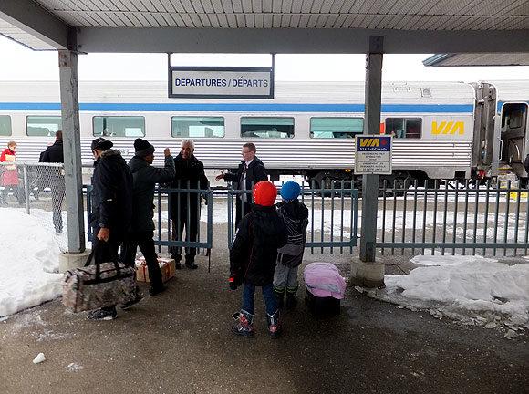 列車(特にカナディアン号)は遅延が多く途中駅からの旅は避けたほうがよい