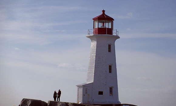映画「ハナミズキ」の舞台になった灯台が有名な漁師の村、ペギーズコーブはロブスターがおすすめ
