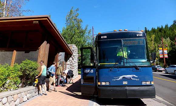 バンクーバーからウィスラーへの最も安い行き方はグレイハウンドバスのオンライン予約